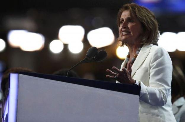 Лидера демократов в конгрессе засыпали оскорблениями после хакерской атаки