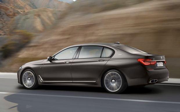 Компания BMW представила в России мощную модификацию 7 серии