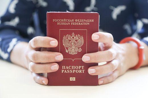 Госпошлины на загранпаспорта и водительские права подорожают в РФ