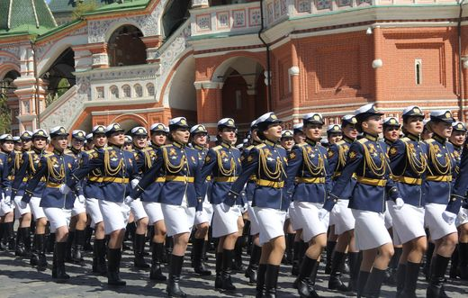 Девушки-курсантки блеснули красотой на Параде Победы