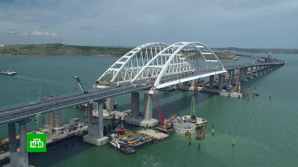 Крымский мост: Море окрасила первая кровь