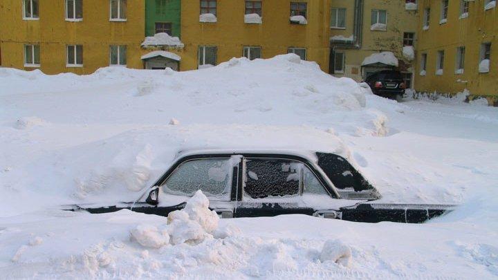 Как правильно чистить автомобиль от снега и льда
