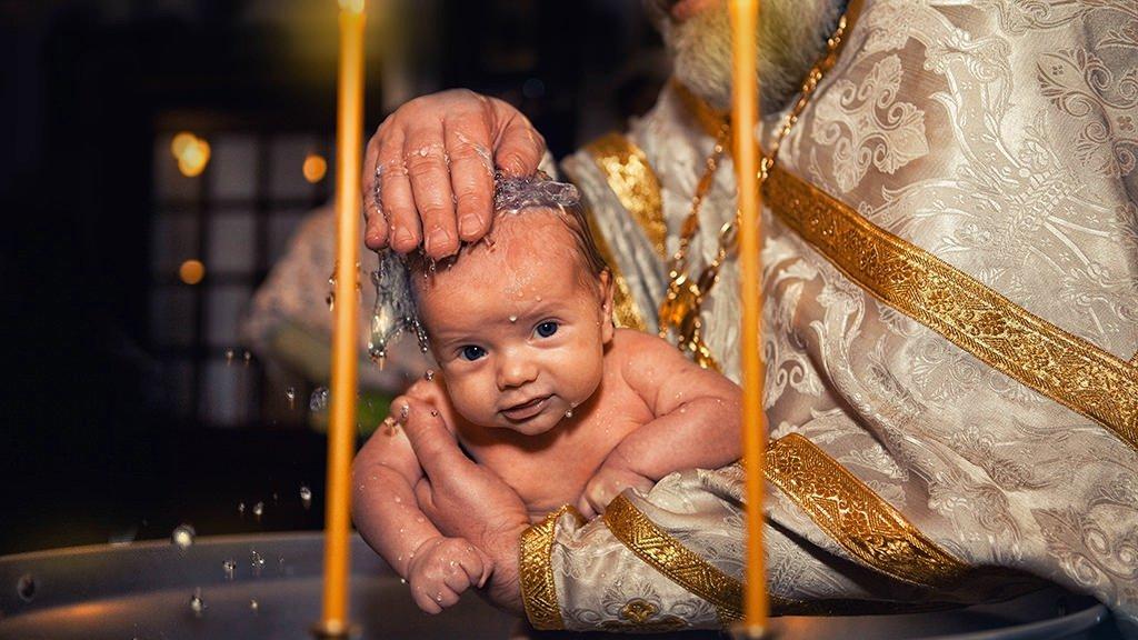 Состригание волос во время крещения: что это означает