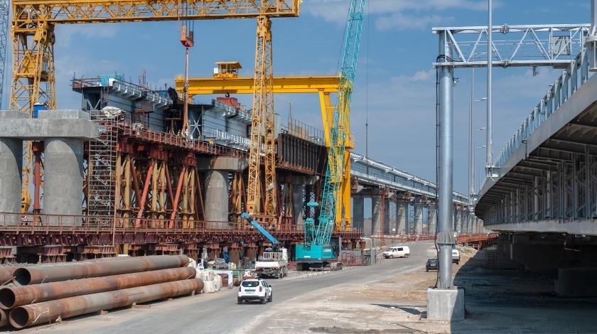 Не прошло и года: насыпи у Крымского моста обрушились