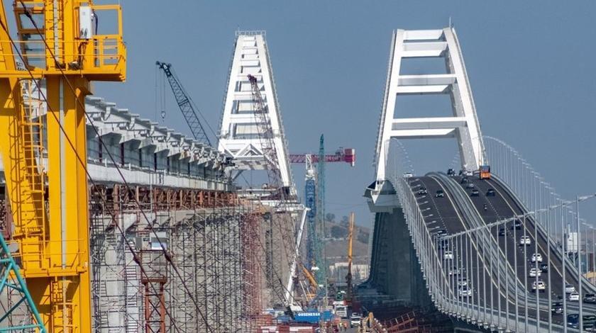 У Крымского моста проблемы: о поездах можно забыть