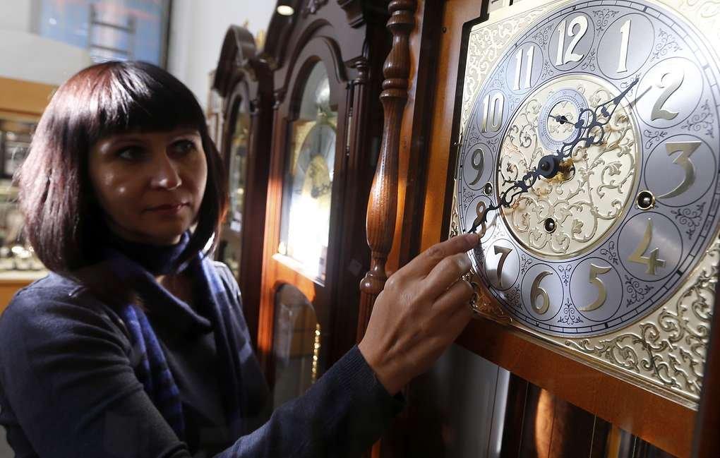 Эксперты рассказали о влиянии сезонных переводов времени на здоровье россиян
