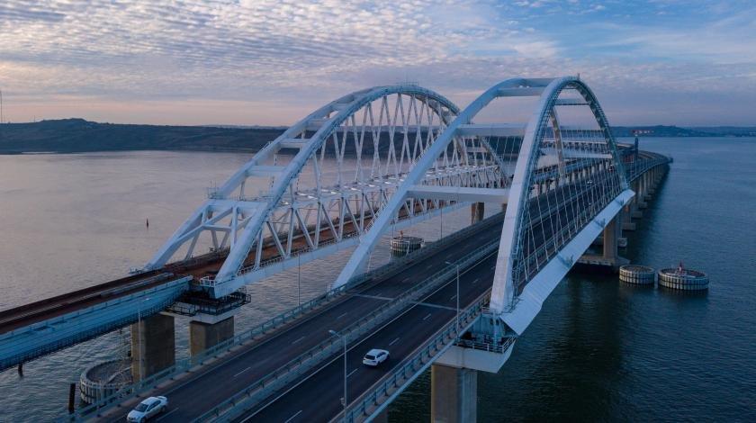Срочно вызвали саперов: у Крымского моста нашли бомбу