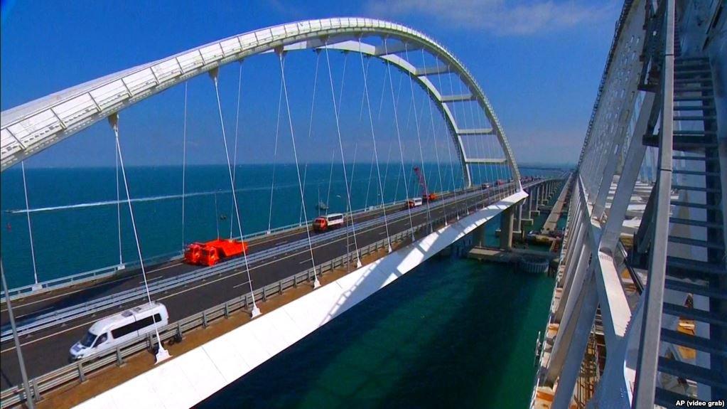 Новые снимки Крымского моста напугали народ