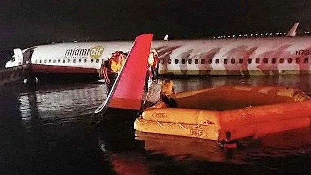 Рухнул в реку: в США потерпел крушение пассажирский Boenig-737