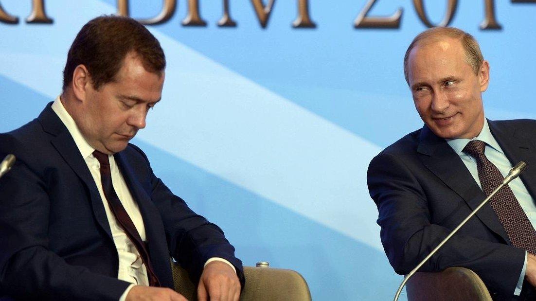 Врач рассказал, почему Медведев часто спит на публике