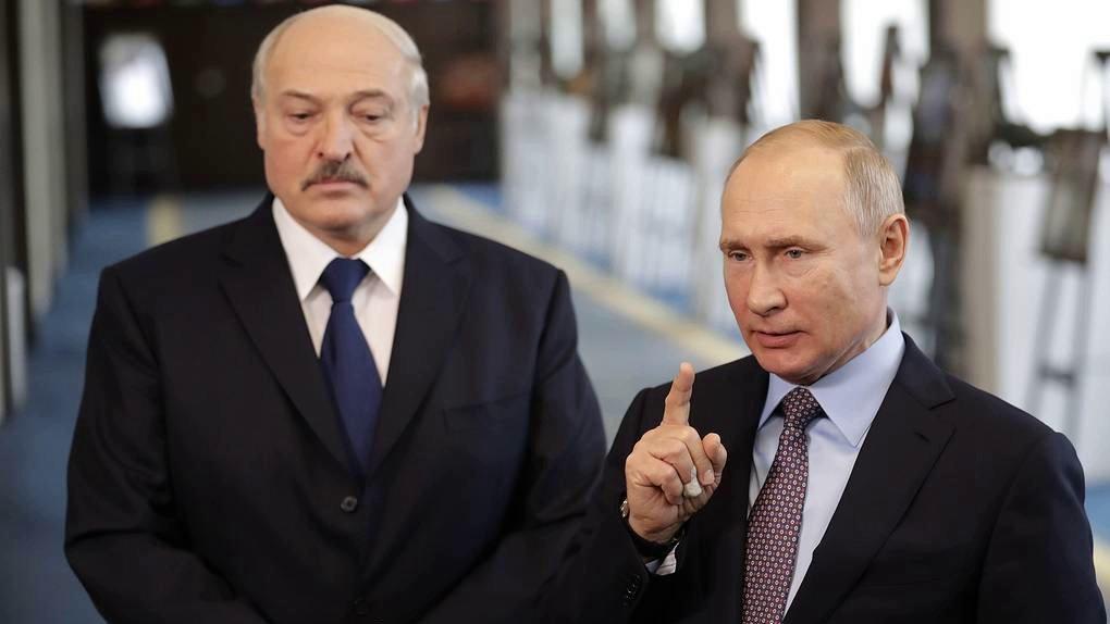 Путин устроил разнос не признавшему Крым Лукашенко