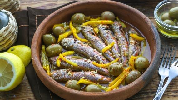 Барабулька с оливками и сладким перцем