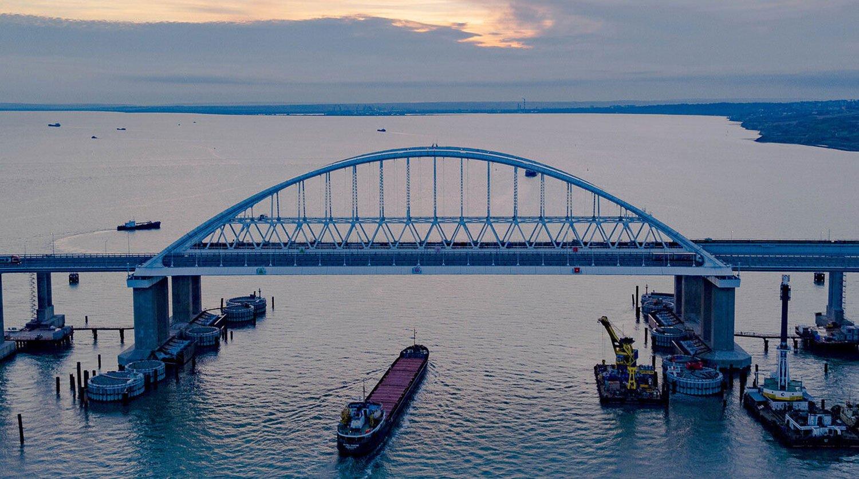 Закрытие Крымского моста: объявлено о серьезных проблемах с переправой
