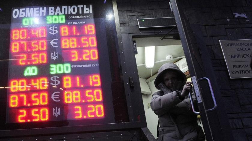 Успеть до войны: эксперты рекомендовали срочно покупать валюту