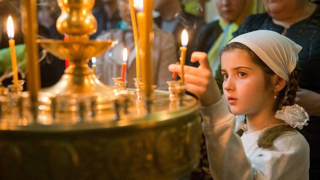 Православные верующие вспоминают апостолов Петра и Павла