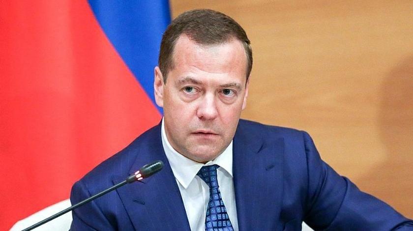 Медведев перенес выходные с января на май в 2020 году