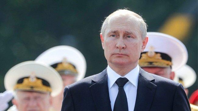 Грандиозный военно-морской парад принимал Владимир Путин