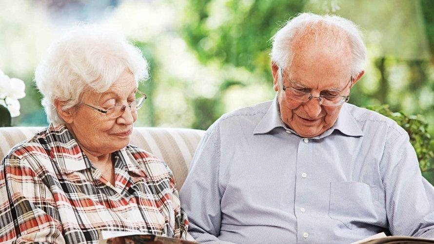 Пожилым, рожденным до 1967 года, положена денежная помощь