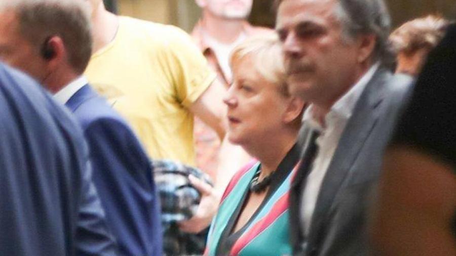 Меркель вышла в свет в наряде 20-летней давности
