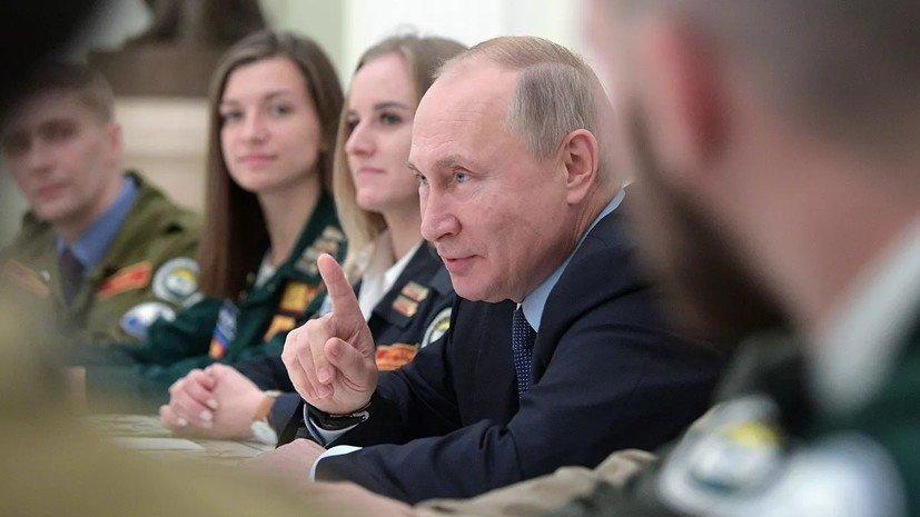 Путин в шутку сравнил главу студотрядов с Брежневым