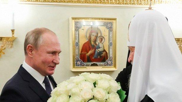 Путин подарил Кириллу белые розы