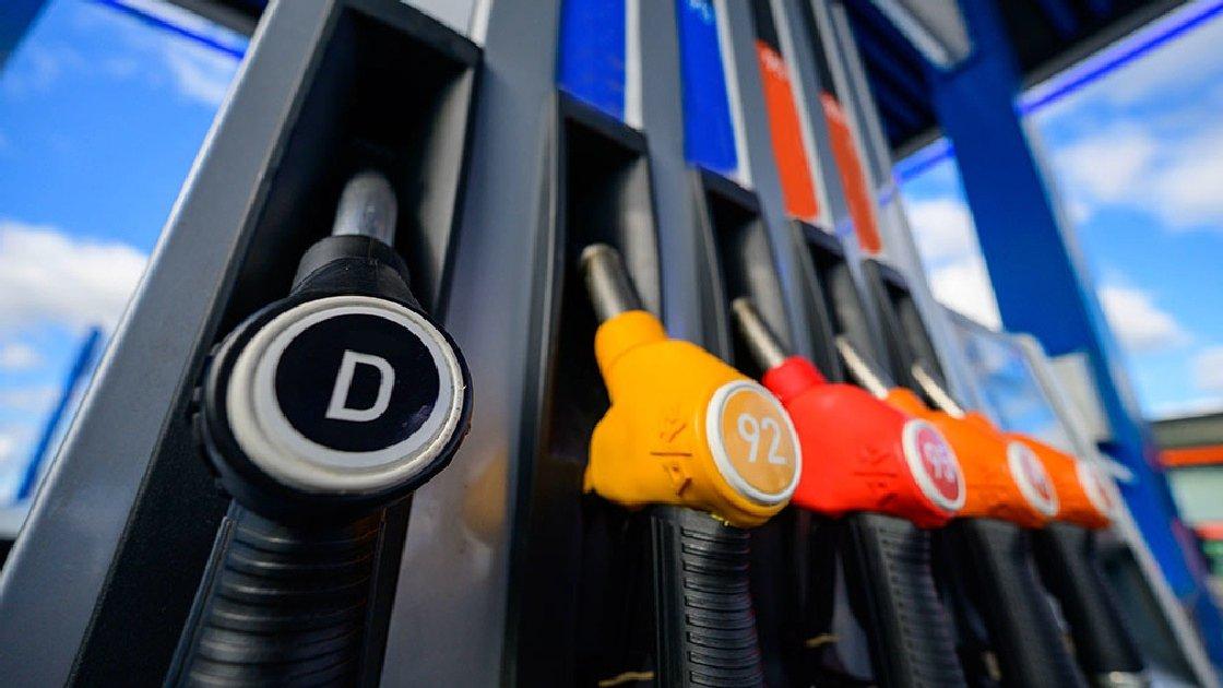 Топливо меняет курс. Стали известны цены на бензин с 1 января