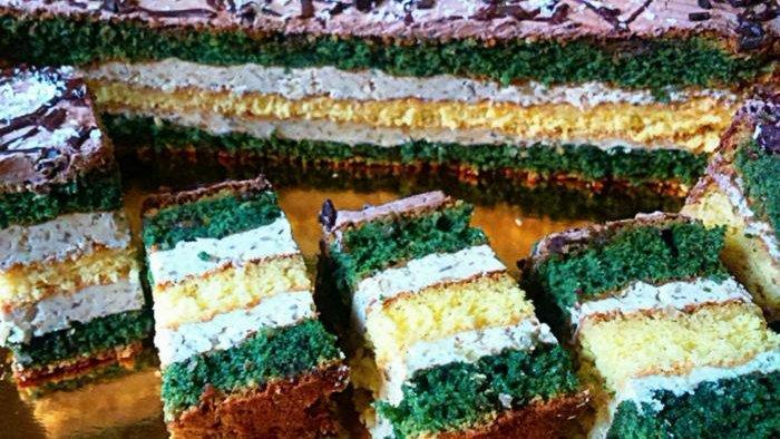 Необычно, вкусно и ни грамма красителя. Подружка научила печь торт с халвой