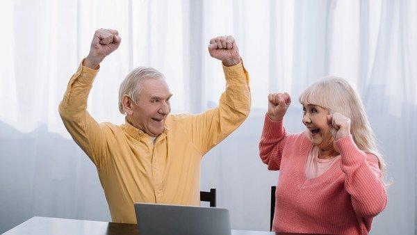 Российские регионы начинают снижать пенсионный возраст
