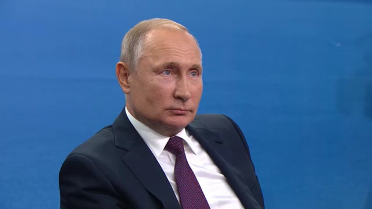 Путин поручил проработать вопрос с интернетом