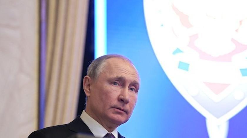 Путин обратился к мужчинам в День Защитника и заговорил об оружии