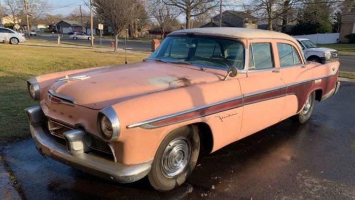 Когда открыли ворота старого гаража, людей ждал сюрприз - там с 1980 года хранился великолепный DeSoto Firedome 1956 года