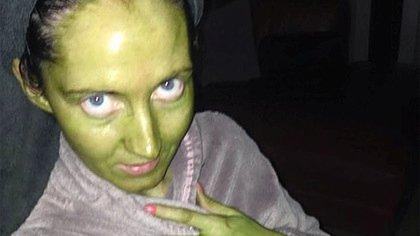 Девушка воспользовалась автозагаром и позеленела