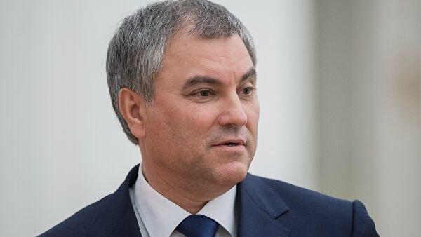 Володин публично нарушил масочный режим на заседании Госдумы