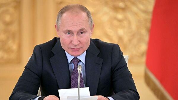 Путин раскритиковал работу министерств по оформлению выплат