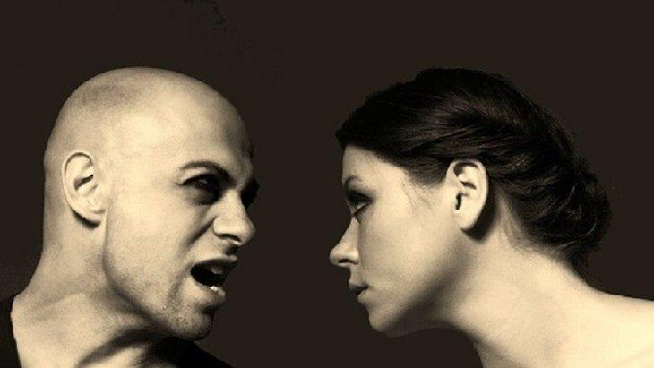 Британские вирусологи советуют опасаться громко разговаривающих людей